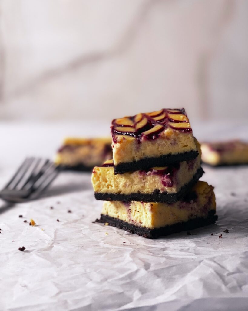 berry swirl cheesecake bars