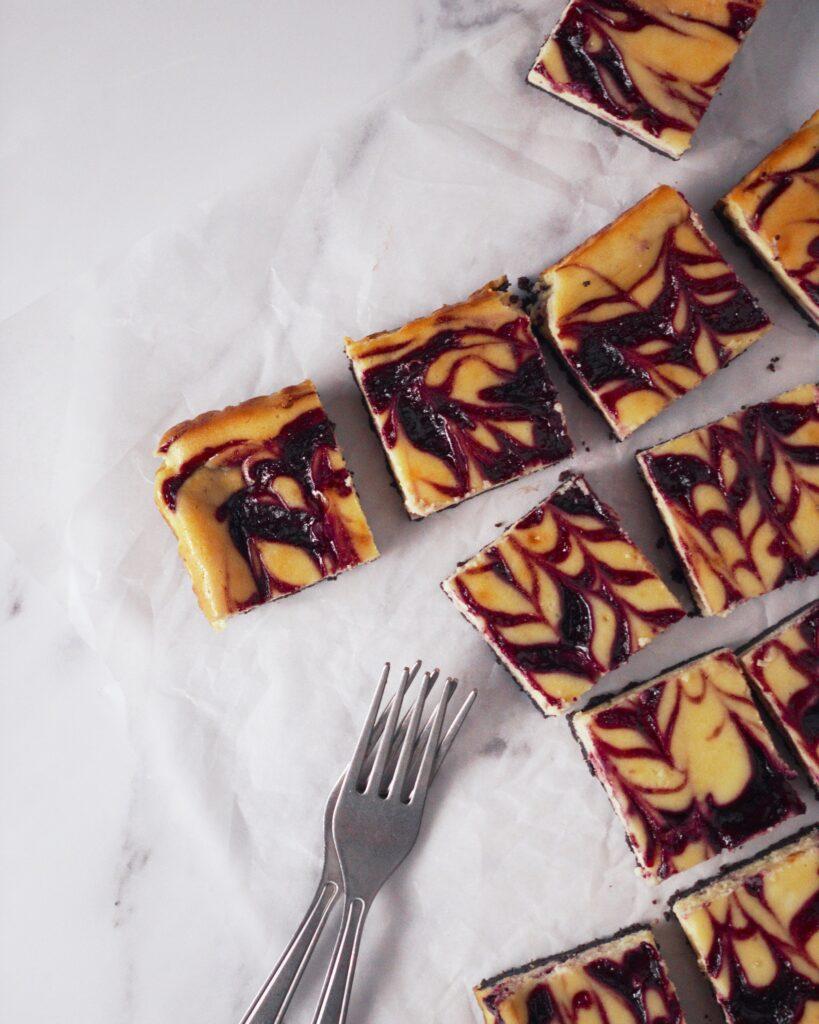 mixed berry cheesecake bars